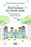 Fünf Kinder in einem Park