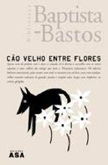 Cão velho entre flores