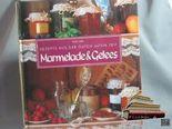 Marmelade & Gelees. [Text: Amelia Swann. Fotos: Trevor Wood. Aus dem Engl. übertr. von Irina Deffland], Rezepte aus der guten alten Zeit