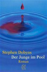 Der Junge im Pool