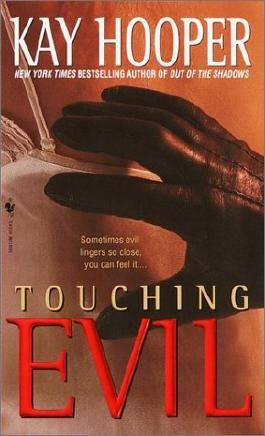 Touching Evil: A Bishop/Special Crimes Unit Novel (A Bishop/SCU Novel)